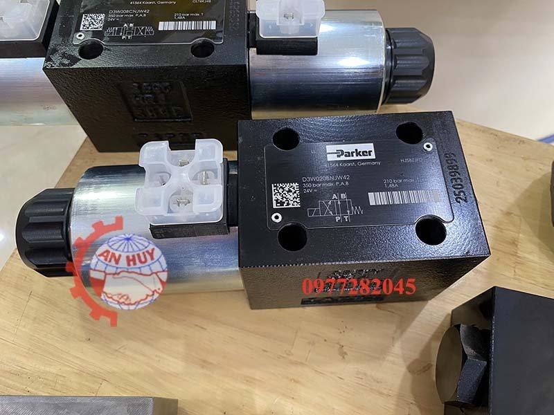 Van điều khiển điện Parker D3W020BNJW42